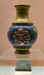 L1160283 (H Sinica) Tags: revolvingvase qingdynasty shanghai museum 乾隆 qianlong qing 清 景德鎮 jingdezhen porcelain ceramics 上海 overglaze fencai vase 粉彩 博物馆