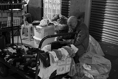 20170317 - oldman in the night market (forestbug) Tags: 單色 人 old people blakandwhite