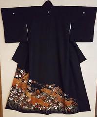 Naoshi - Bird and Chrysanthemum Kurotomesode (MissMyloko) Tags: kimono tomesode black bird chrysanthemum wave