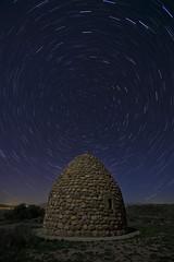 Noche despejada (explore) (Rafael Díez) Tags: españa larioja alesón paisaje nocturna estrellas noche guardaviñas circumpolar rafaeldíez