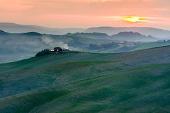 _DSC0714 (GienBi) Tags: cretesenesi tuscany toscana campagna senese verde green alba nikon d7200