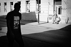 28 (Zlatko Vickovic) Tags: streetstreetphoto streetphotography streetphotographybw streetbw streetphotobw blackandwhite monochrome zlatkovickovic zlatkovickovicphotography novisad serbia vojvodina srbija