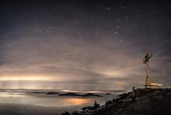 Die Sterne brechen durch! (F!o) Tags: wallberg wallberggipfel sternenhimmel sterne irix irix15mm pentax pentaxk1 k1 tegernsee rottach badwiessee rottachegern nightscape nachtlandschaft alpen alps mountains berge summit gipfel gipfelkreuz pentaxart art
