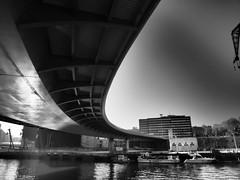 Bajo el puente (Belerofonte3000) Tags: puente marítimo museo bilbao