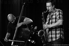 Eric Revis: double bass / Ken Vandermark: sax (jazzfoto.at) Tags: wwwjazzfotoat wwwjazzitat jazzitsalzburg jazzitmusikclubsalzburg jazzitmusikclub jazzfoto jazzfotos jazzphoto jazzphotos markuslackinger jazzinsalzburg jazzclubsalzburg jazzkellersalzburg jazzclub jazzkeller jazzit2017 jazz jazzsalzburg jazzlive livejazz konzertfoto konzertfotos concertphoto concertphotos liveinconcert stagephoto greatjazzvenue greatjazzvenue2017 downbeatgreatjazzvenue salzburg salisburgo salzbourg salzburgo austria autriche blitzlos ohneblitz noflash withoutflash sw schwarzweiss blackandwhite blackwhite noirblanc bianconero biancoenero blancoynegro sonyalpha sonyalpha77ii alpha77ii sony