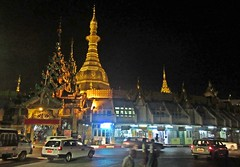 Yangon Central -  Sule Pagoda (zorro1945) Tags: yangon myanmar burma asia asie sulepagoda pagoda temple buddhisttemple buddhism traffic centralyangon eveninglight goldentemple flickrtravelaward