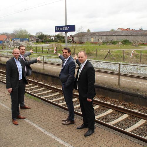 2020 geht der Umbau los: gemeinsam mit Verkehrsminister Olaf Lies und Bürgermeister Matthias Huber am Bahnhaltepunkt Apen.