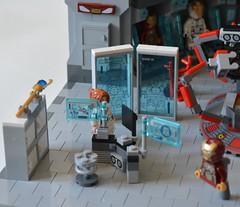 Labo stark 08 (John_Toulouse) Tags: moc mod lego johntoulouse super heroes sh ironman iron man avengers stark labo armor