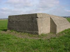 Bunker (Pillbox) (Chris Wielenga) Tags: old netherlands spring 2000 friesland sonycybershot leeuwarden secondworldwar