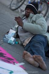 neuer-refugee-hungerstreik-8 (Bjrn Kietzmann) Tags: demo refugee refugees protest demonstration alexanderplatz bcc hausdeslehrers 2014 mahnwache dublin2 hungerstrike flchtlinge verzweiflung abschiebungen hungern ffentlich verzweifelt asyl kietzmann protestieren grunerstrasse bleiberecht anerkennung hungerstreik grunerstrase bjrnkietzmann dublinii grunerstr dauermahnwache flchtlingsprotest flchtlingsproteste rechtaufasyl abschiebestopp
