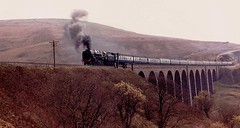 "BR 9F 92220 ""EVENING STAR"" crossing Arten Gill viaduct, 21st April 1984 (colin9007) Tags: star evening br railway class viaduct british standard gill railways carlisle settle 2100 riddles 9f 92220 arten"