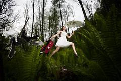 B1014-Linnea Markussen-0008-E (Vidar Markussen) Tags: portrait photoshoot linnea skog blitz koffert hopp horten paraply grnt linneamarkussen