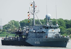 FGS Sieburg M1098 (2) @ Gallions Reach 15-05-14 (AJBC_1) Tags: uk england london boat ship unitedkingdom military navy vessel riverthames nato warship minesweeper eastlondon gallionsreach mcv northwoolwich newham germannavy navalvessel deutschemarine minehunter m1098 5minensuchgeschwader ajc 5thminesweepingsquadron ensdorfclassminesweeper dlrblog ajc bundeswehrnavy