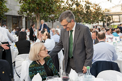Susan Kurland being greeted by José Viegas at the Gala Dinner