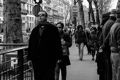 Gurmand (chatvivant) Tags: street bw white black paris canon photography candid streetphotography eos550d