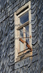 Broken (:Linda:) Tags: abandoned broken window germany village rusty thuringia peelingpaint flagholder reurieth slateshingled