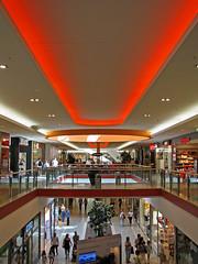 Himmelslinien (Jonny__B_Kirchhain) Tags: berlin mall germany deutschland shoppingcentre shoppingmall alemania shoppingcenter allemagne centrocomercial germania alemanha eastgate centrocommerciale  marzahn centrecommercial einkaufszentrum marzahnhellersdorf berlinmarzahn niemcy hypermarch    centrumhandlowe galeriahandlowa   republikafederalnaniemiec marzahnertor repblicafederaldaalemanha    komplekshandlowy bezirkmarzahnhellersdorf