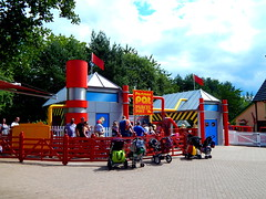 Postman Pat's Parcel Post (ThemeParkMedia) Tags: family post towers bbc merlin land childrens shows rides parcel pats alton attraction attractions postman cbeebies entertainments