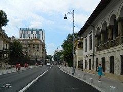 Calea Victoriei (Victory Road), Bucharest (Classic Bucharest) Tags: street people architecture strada pedestrian streetscene scene romania pedestrians scena streetscape bucuresti piata calea victoriei oameni bulevardul arhitectura trecatori stradala