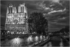Notre-Dame de Paris (jacques-tati) Tags: notredame paris seine îledelacité cathédrale france downtown fujifilm finepix x100
