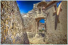 puerta (casalderreyj) Tags: medieval peratallada cataluña carrer puerta