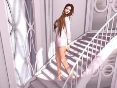 Feelin' like a queen (Veruca.Beck) Tags: thearcade gacha reign stairway shadows light avatar secondlife virtual girls closet upperclass richbitch grace