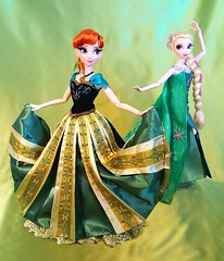 Lucky Green Dress (ozthegreatandpowerful) Tags: disney store limited edition le ds anna elsa frozen doll dolls fever coronation 5000 2500