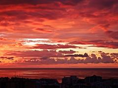 Colores del amanecer (Antonio Chacon) Tags: andalucia amanecer marbella málaga mar mediterráneo costadelsol cielo nubes nature naturaleza paisaje españa spain sunrise sol