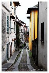 Per le vie del borgo (S@cr@ Ph.) Tags: colori colorful italia borghi italy landscape foto fotografia photooftheday photo photography