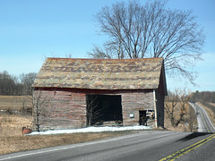 Roadside attraction (Flapweb) Tags: vermont barn decay