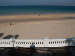 2005-04-01-0102.jpg (Fotorob) Tags: hek engeland voorwerpenoppleinened muur strand tuinparkenplantsoen kust land erfscheiding water cornwall kastelenlandhparkened balustrade england stives