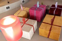 ¡Regalos para todos! (Jo March11) Tags: regalos lámpara bilbao bizkaia lazos color luz ieletxigerra idoiaeletxigerra eletxigerra canon canoneos