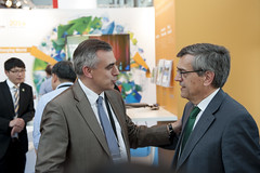 Pere Padrosa Pierre speaking to José Viegas at the cocktail reception