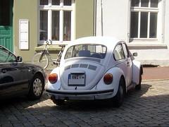 Weier Kfer ... (bayernernst) Tags: auto vw volkswagen deutschland beetle mai oldtimer vwbeetle kfer aircooled volkswagenbeetle vwkfer 2014 pkw weis kfz luftgekhlt kraftfahrzeug kraftfahrzeuge volkswagenkfer snc18386 22052014 weiserkfer