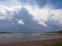 Ciel menaant - Menacing sky (Jacques Trempe 2,470K hits - Merci-Thanks) Tags: sky river quebec ciel stlawrence stlaurent menace fleuve stefoy
