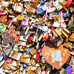 Love padlocks (P350D) Tags: paris france cadenas frankreich europe mai pont capitale francia printemps aprsmidi padlocks passerelle couleures