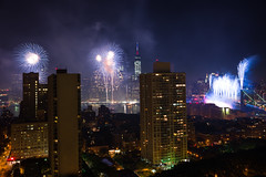 NYC Macy's Fireworks Show, July 4, 2014 (71 of 73) (Diacritical) Tags: nyc 35mm fireworks macys july4th 4thofjuly independenceday f40 summiluxm11435asph centerweightedaverage 60secatf40 leicamtyp240 july52014 20221am