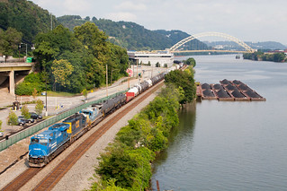 NS 8098 Conrail Heritage leads CSXT Q368 at Pittsburgh