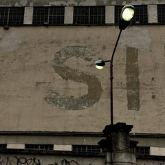 Concetto di coppia (Lumase) Tags: wall streetlighting morning torino turin square conceptual love si emptiness