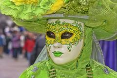 Venezia carnevale 2017 (gianmaria.colognese) Tags: verde rosso viola green red maschera costume occhi acconciatura