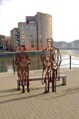 Michael Caine and Phyliss Pearsall sculpture, Greenland Doack. (Peter Anthony Gorman) Tags: michaelcaine phyllispearsall atozmaps memorial rotherhithe greenlanddock