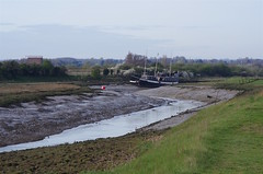 Finbar O'Brien's Pirate Ship grounded on the mud flats of Faversham Creek. (favmark1) Tags: pirateship ship faversham favershamcreek 2017 365 365challenge day89
