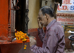 india__72 (BooBoopdx) Tags: nikon d7100 afs dx 1685mm 3556 india travel color photography people man shrine praying varanasi street