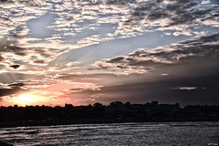 Nubes. (F Arregui.) Tags: mwn mar atardecer puesta sol nubes verano tranquilidad reflejos