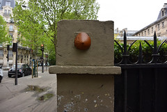Intra Larue 925 (intra.larue) Tags: intra urbain urban art moulage sein pecho moulding breast seno brust formen téton street arte urbano pit paris france boob urbana peto tetta