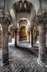 Interiores (bardaxi) Tags: toledo castillalamancha españa spain nikon hdr photomatix photoshop europa europe interior iglesia arquitectura arte arco contraste perspectiva