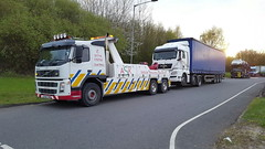 Volvo FM12 Recovering M.A.N Tractor Unit & Trailer (JAMES2039) Tags: volvo fm12 tow towtruck truck lorry wrecker heavy underlift heavyunderlift 6wheeler frontsuspend ca02tow cardiff rescue breakdown ask askrecovery recovery artic tractorunit trailer man tg curtainsider tautliner