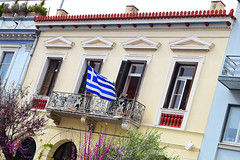 Greek flag waving in a Thiseio house (Nicolay Abril) Tags: atenas athens greece αθηνα ελλάδα athènes grèce athen griechenland atene grecia atina yunanistan