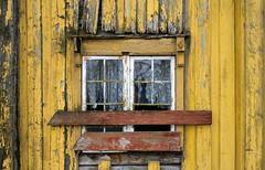 Don't enter!    Explore 6-4-17. (harald.bohn) Tags: forfall decay vindu window hus house yellow wall gul vegg knust broken
