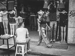 Ropa y Huevos (Lex Arias / LeoAr Photography) Tags: 2017 bn bw barquisimeto blackandwhite blancoynegro calle callejera city ciudad everybodystreet fotografíacallejera iglexariasphotos leoarphotography lexarias monochromatic monochrome monocromo nikon nikond3100 street streetphotography venezuela